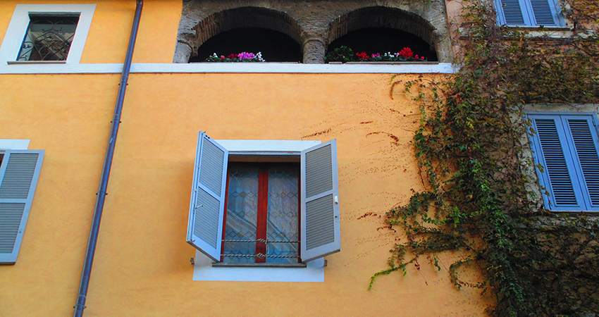 window in trastevere