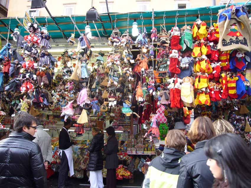 christmas market in piazza navona rome