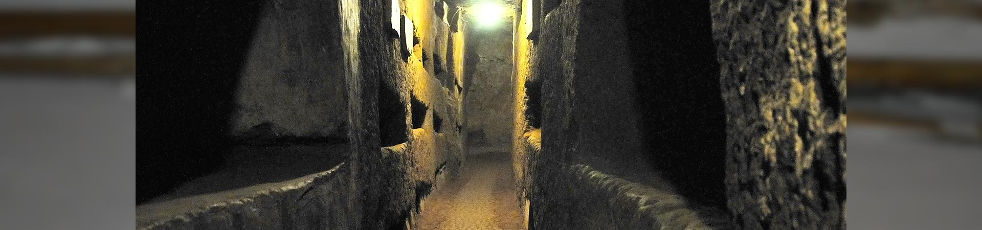 tunnels of santa domitilla catacombs rome